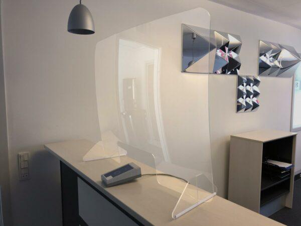 Infektionsschutzscheibe | Acrylglas| transparent, konvex geformt