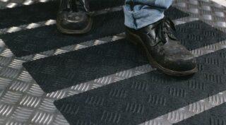 3M Safety-Walk Antirutschbelag, Typ 2 Verformbar, schwarz, 100 mm x 18,3 m