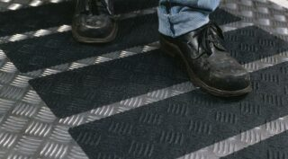 3M Safety-Walk Antirutschbelag, Typ 2 Verformbar, schwarz, 150 mm x 18,3 m